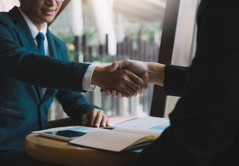 Jak przedłużyć zezwolenie na pracę w Polsce dla cudzoziemca?